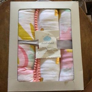 NIB Cloud Island Muslin Blanket 3 Pack